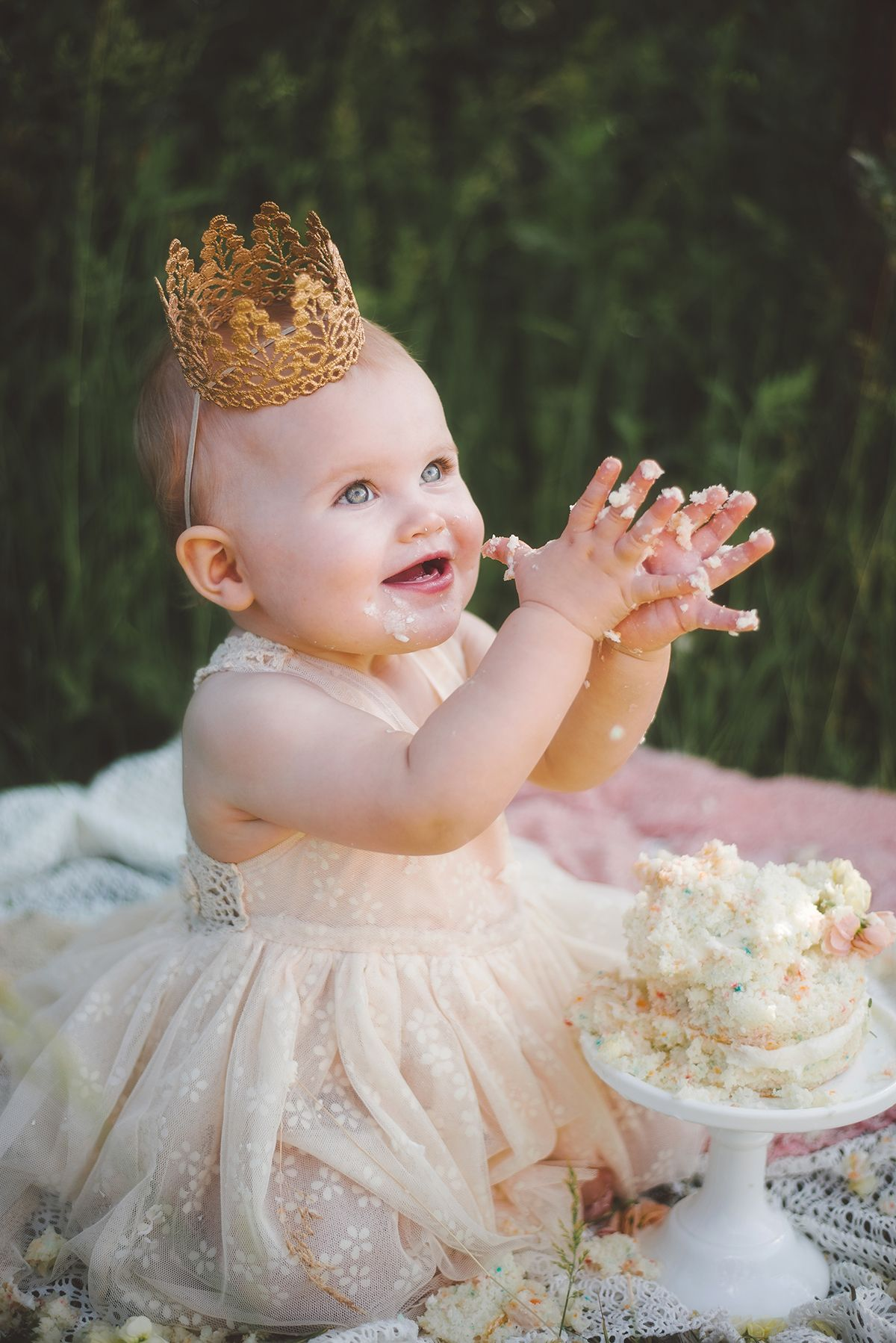 One year photo shoot and smash cake Ideas. Addison's first