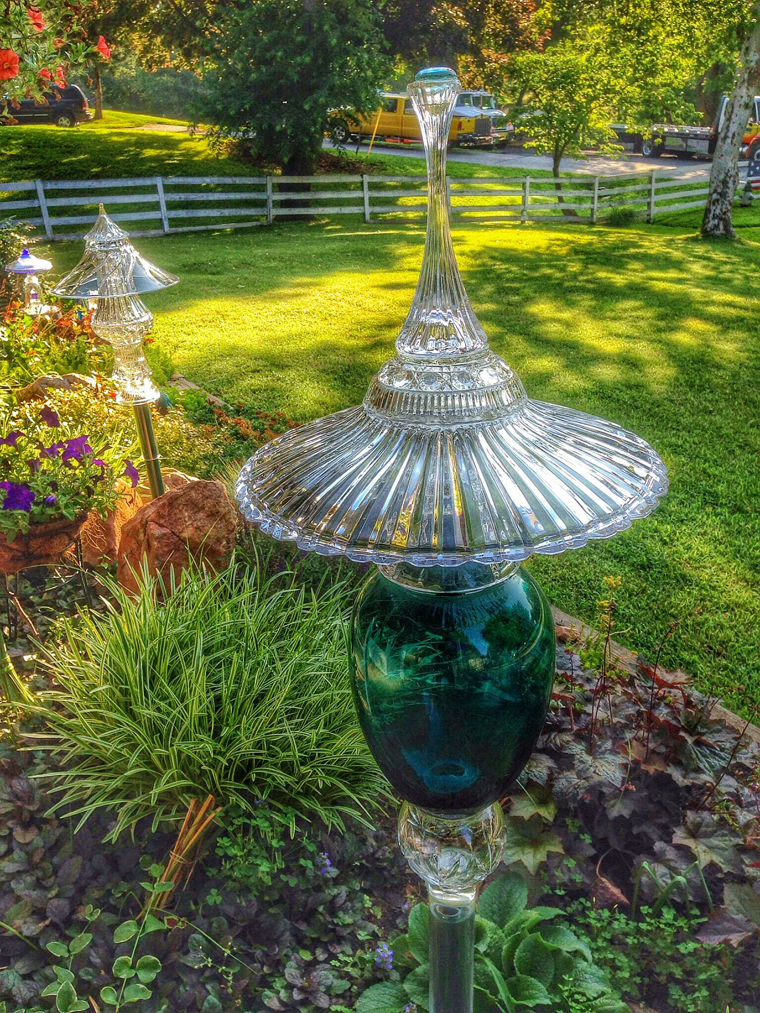 Glass pagodas from repurposed glass garten deko for Glasdeko garten