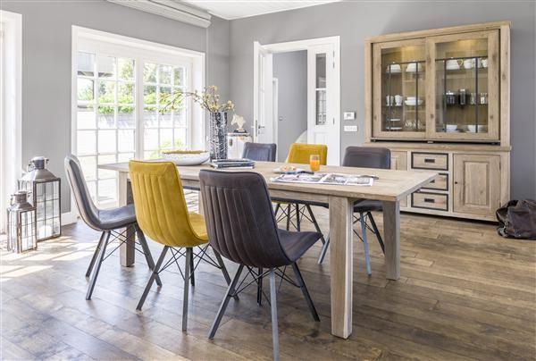 h h la collection atelier des meubles en chene vieillis a la main ce qui leur donne une finition unique le resultat avec cette salle a manger