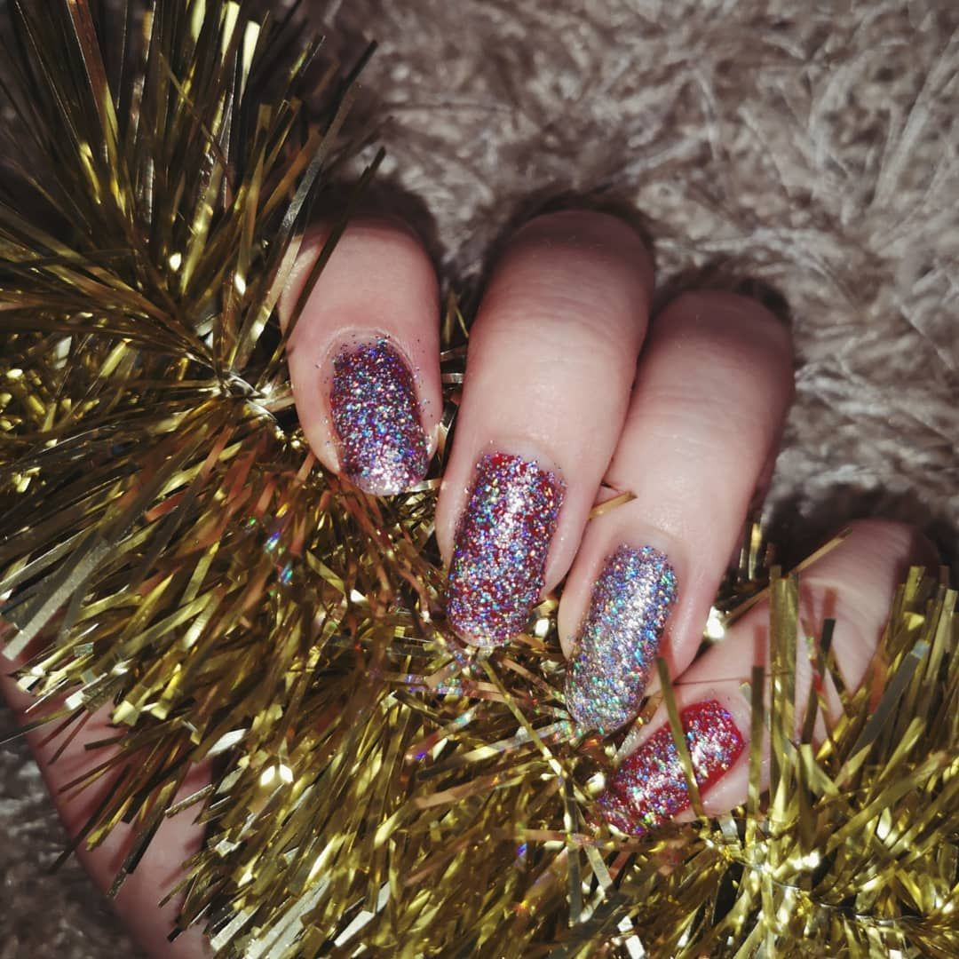 New year's eve nails🎆 Literally just put glitter polish on