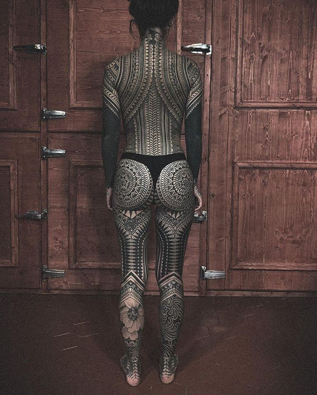 iNKPPL Tattoo Magazine в Instagram: «Powerful body suit by @dino_vallely =====…