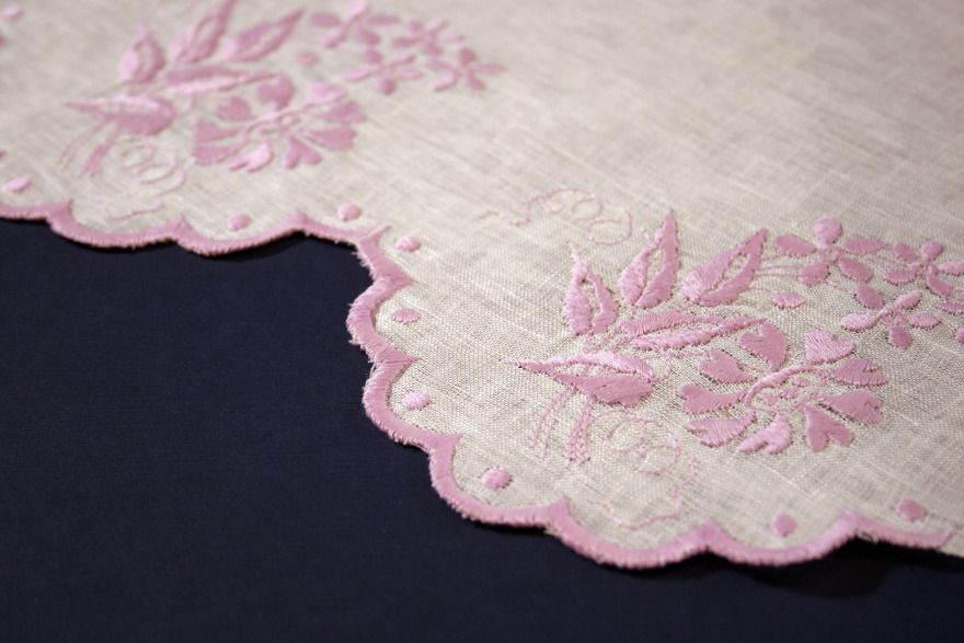 Cutwork Borders A Tutorial And A Freebie Embroidery Pinterest