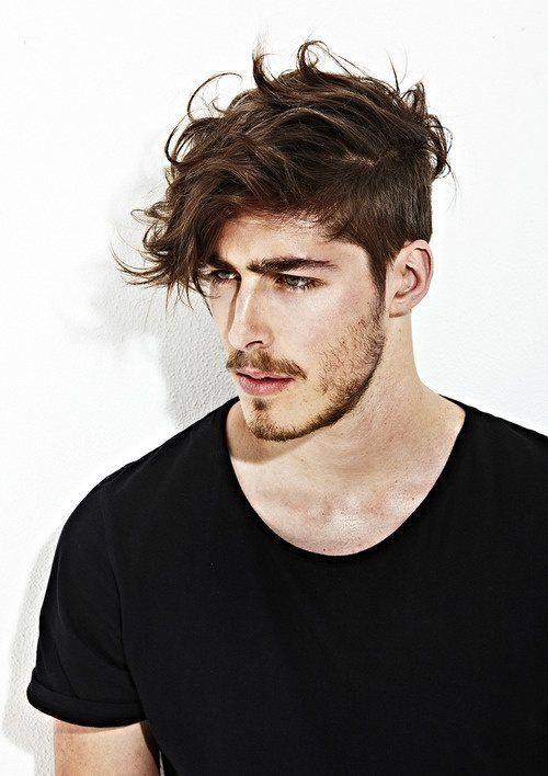 Corte de pelo largo rapado hombre