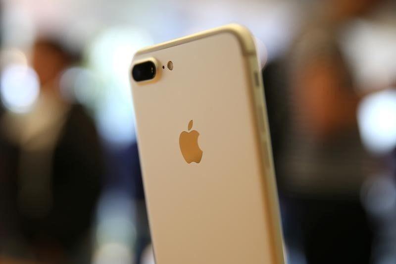 Appleu0027s holiday-quarter sales forecast largely above estimates - sales forecast