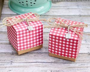 The best things come in small packages and this red gingham favor box is sure to put a smile on your guests' faces! These adorable favor gift boxes with natural twine bows and silver spatula charms ar