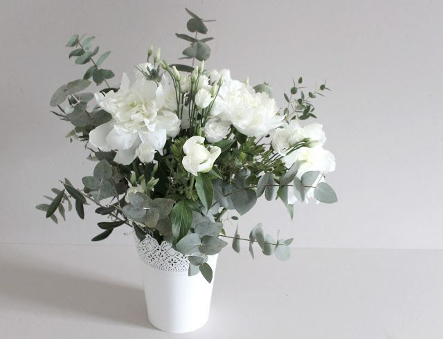 bouquet champ tre pivoines blanches et eucalyptus white peonies. Black Bedroom Furniture Sets. Home Design Ideas