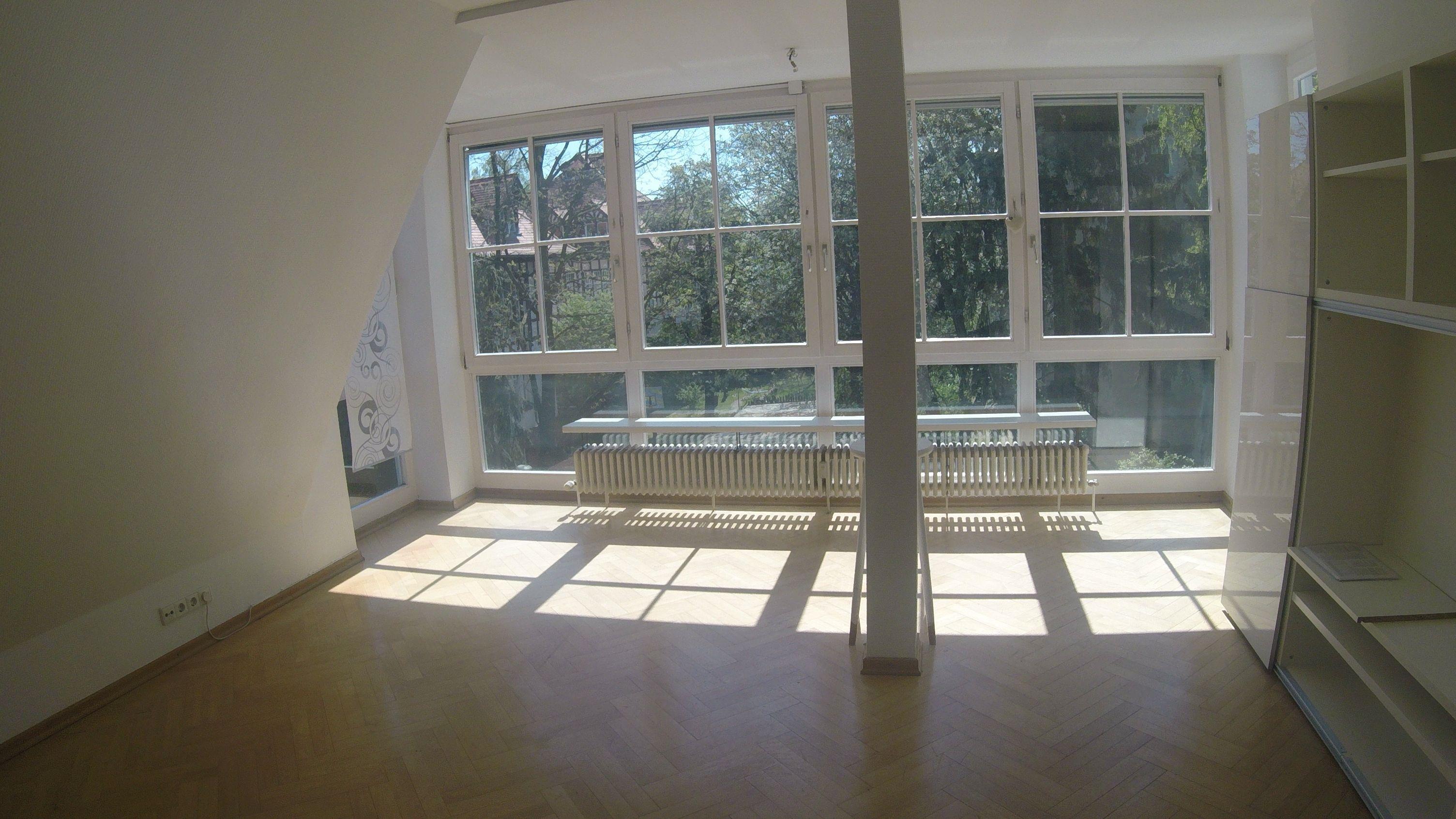 Dachgeschoss Wohnung 2 Zimmer In Berlin Lichterfelde Mit Wannenbad Parkettfussboden In 2020 Home Room Home Decor