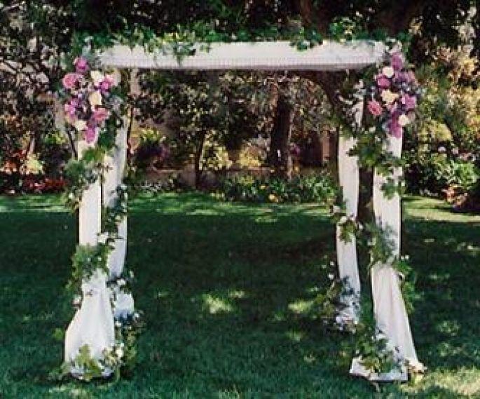 Pin De Clara Le En Flores Vintage Jardines Para Bodas Arcos Para Boda Decoraciones De Jardin