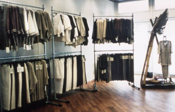 kee klamp clothing racks by simplified building concepts via flickr store design ideas. Black Bedroom Furniture Sets. Home Design Ideas