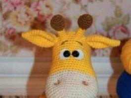Amigurumi Zürafa Yapımı : Amigurumi Örgü oyuncak modelleri u amigurumi mavi tulumlu sarı