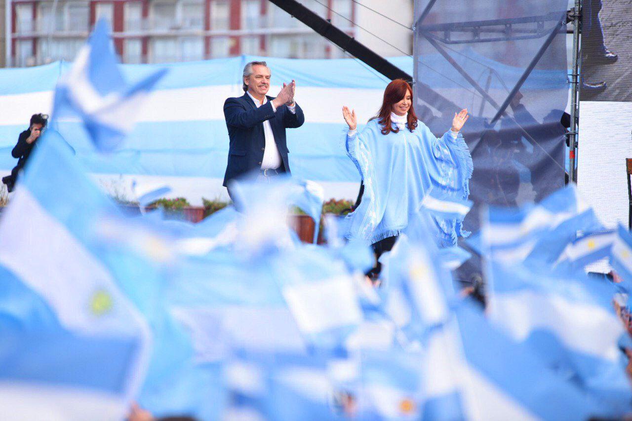 De esquerda, Alberto Fernández vence eleição na Argentina