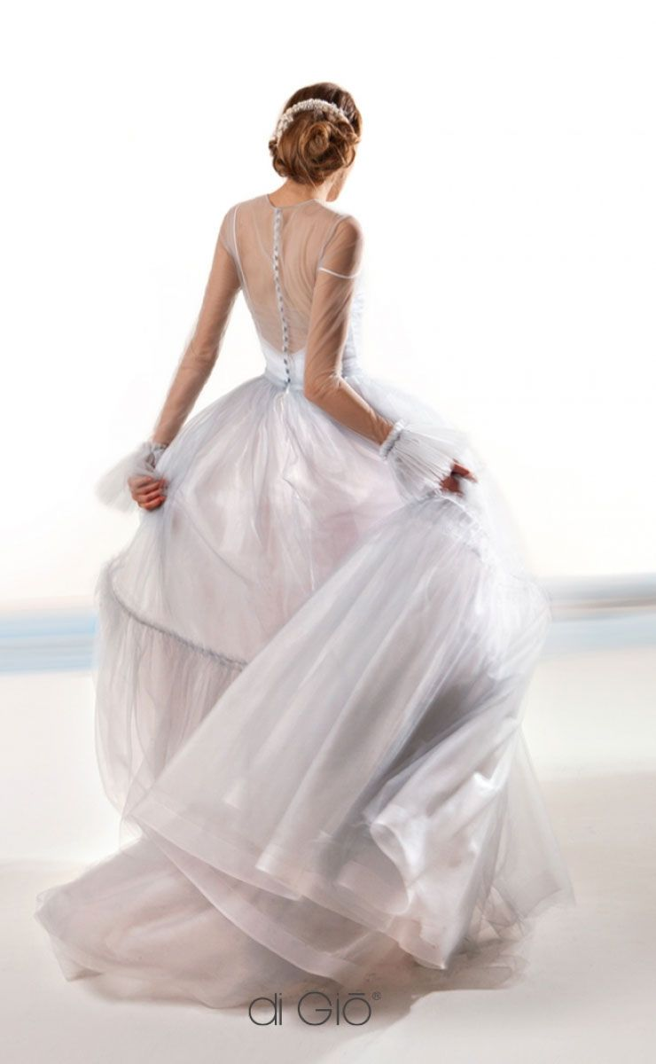 beautiful tulle ball gown wedding dress #wedding #weddingdress #weddingdresses #weddinggown #bridalgown #bridaldress