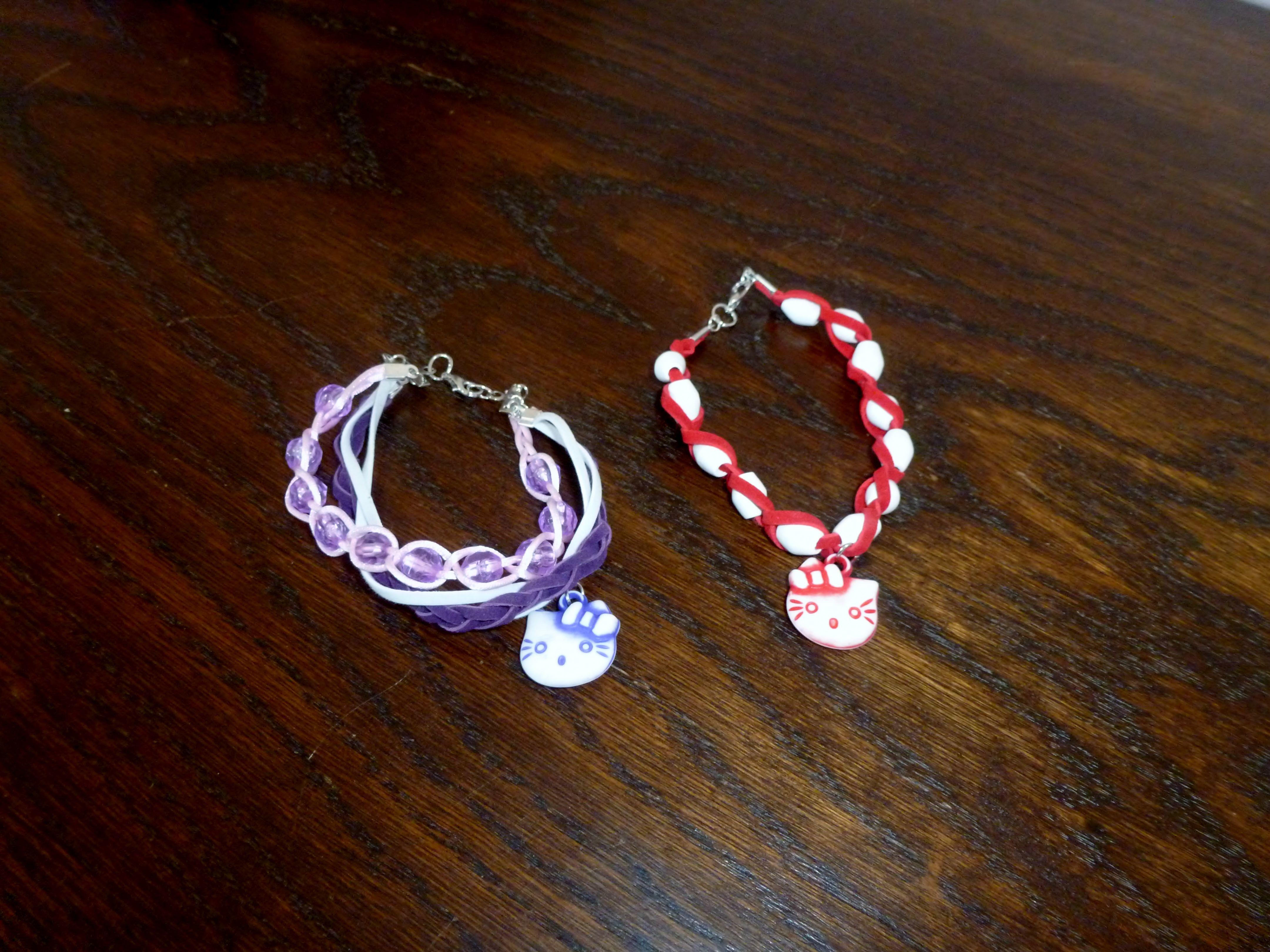 Bracelets sur le thème Hello Kitty   Par Levante Ingrid