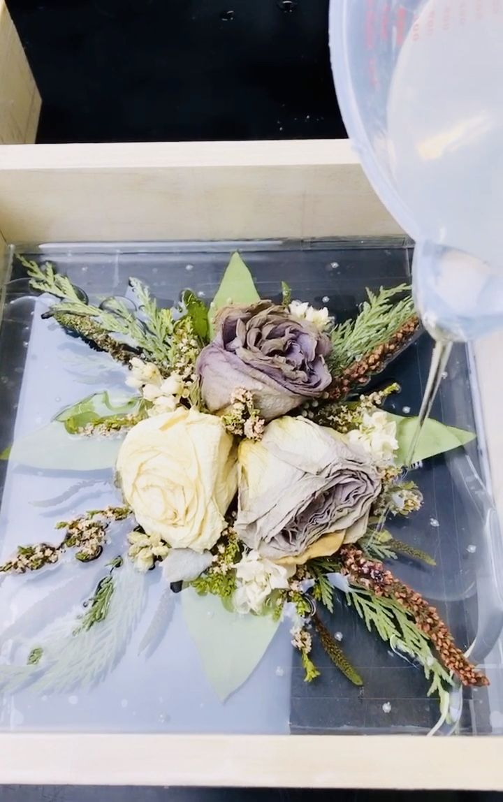 Want to breathe new life into your already dried wedding flowers? Forever Flora 101 will teach you how to create a stunning keepsake that you will be proud to display in your home! Click to find out how!