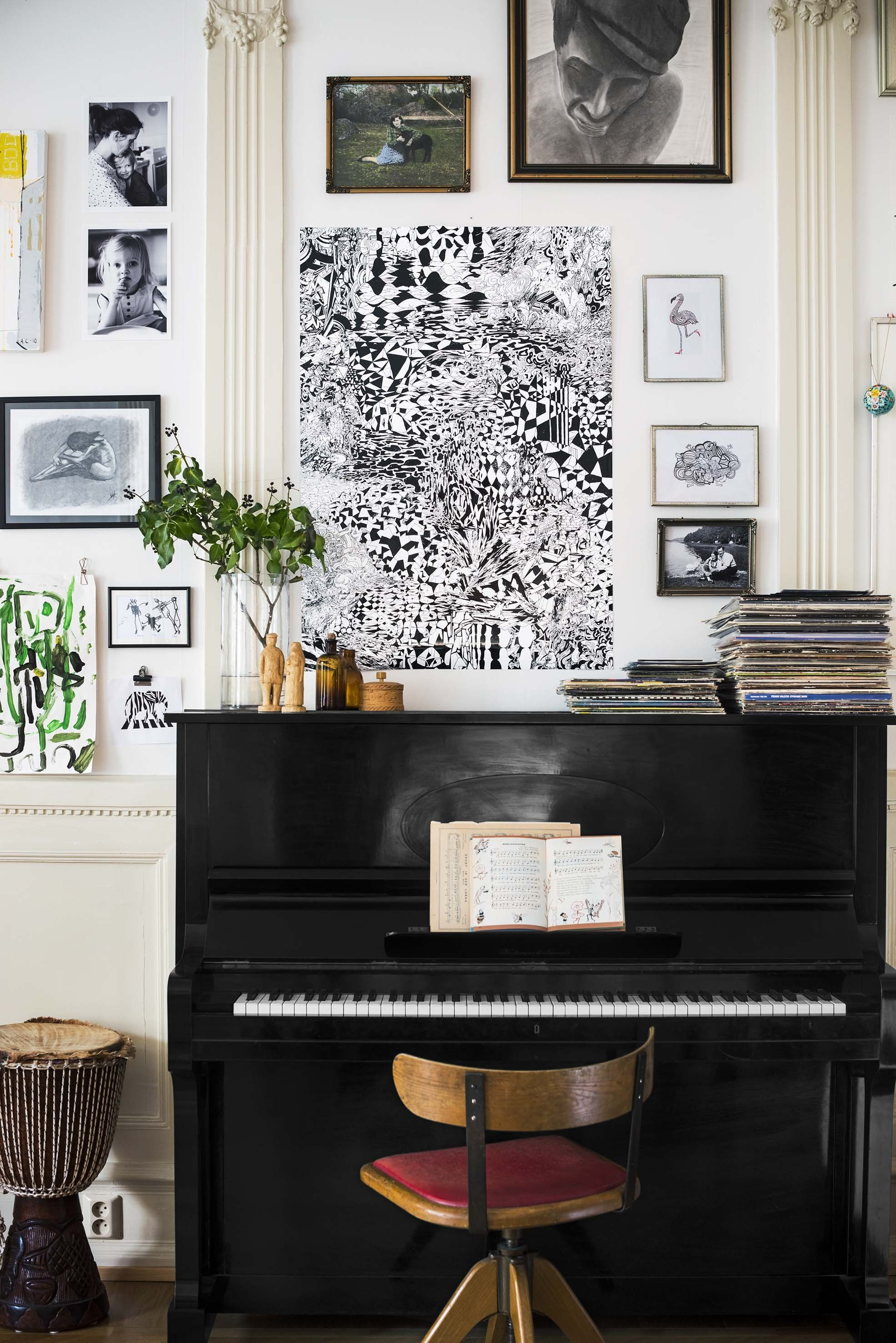 13 Ways To Decorate Around A Piano Piano Living Rooms P