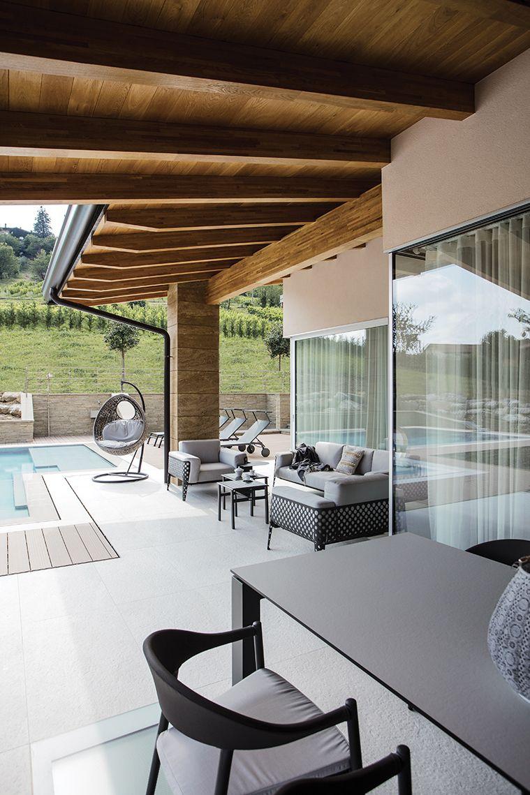 Arredi Per Piscine Esterne anima bella l'area accanto alla piscina è un'invitante oasi
