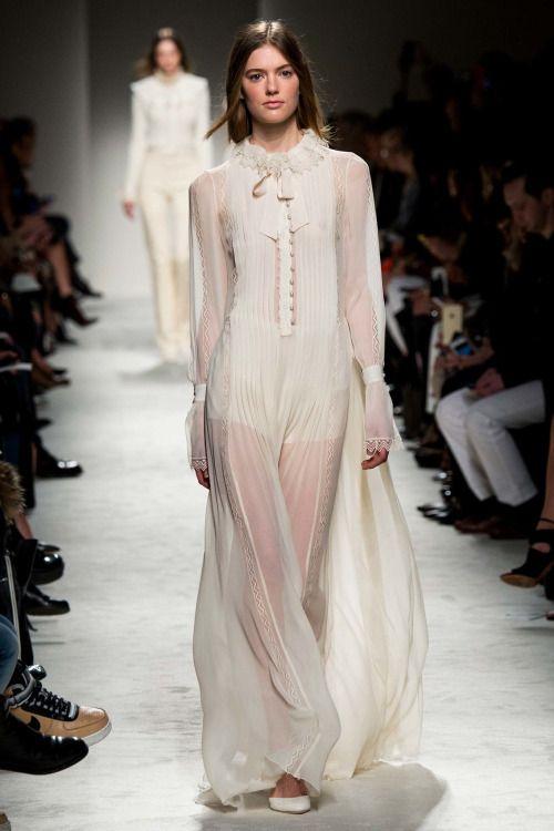 Sleeping gown for Princess Levana, Philosophy di Lorenzo Serafini. #tlc#the lunar chronicles#fashion#tlc fashion#levana blackburn#Philosophy di Lorenzo Serafini