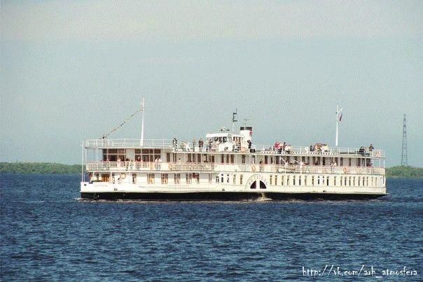 """Колесный пароход """"Н.В. Гоголь"""",1911 года постройки. В летний период катает гостей и жителей Архангельска по Северной Двине."""