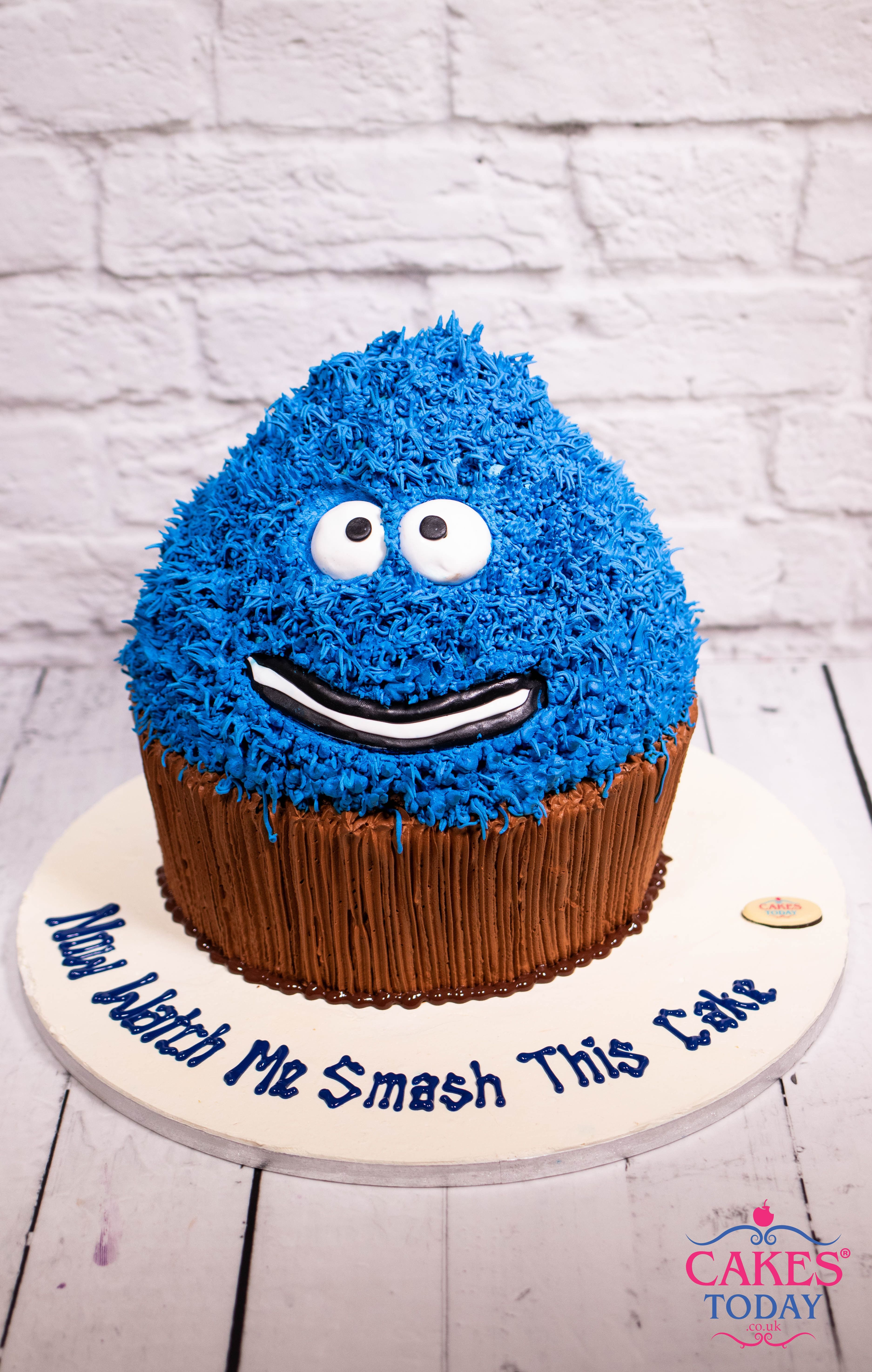 Now watch me smash this cake Giant cupcakes, Cookie