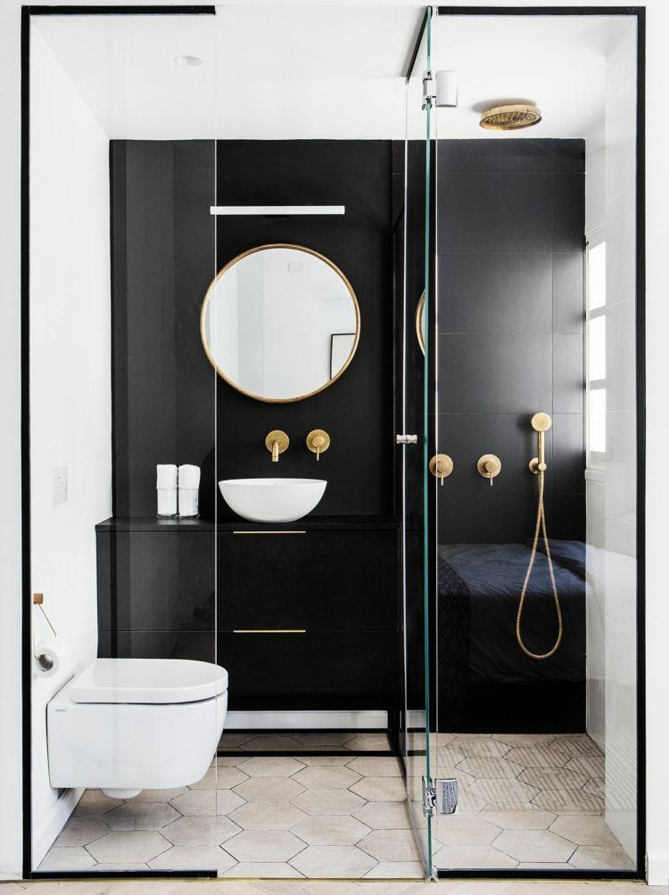 schwarzes badezimmer klein goldene badarmaturen wandfliesen matt ...