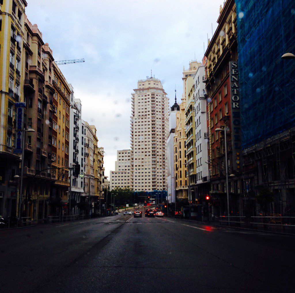 """Carlos Santos on Twitter: """"Domingo, 29 de Mayo de 2017. Mañana de resaca en la Gran Vía de #Madrid. Hoy #noesundíacualquiera. Y van once. https://t.co/D3ala5dLbX"""""""