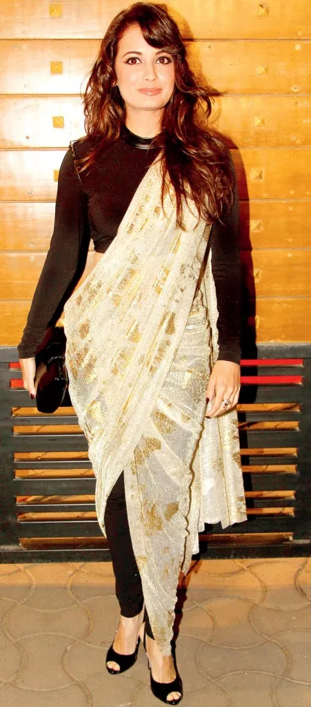 4d7827ad707cc How to wear a sari in a way that hides my belly fat