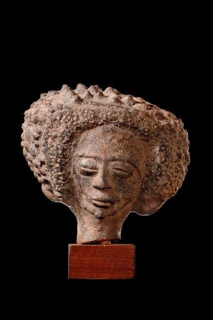 Akan* Nsodia Heads Ghana