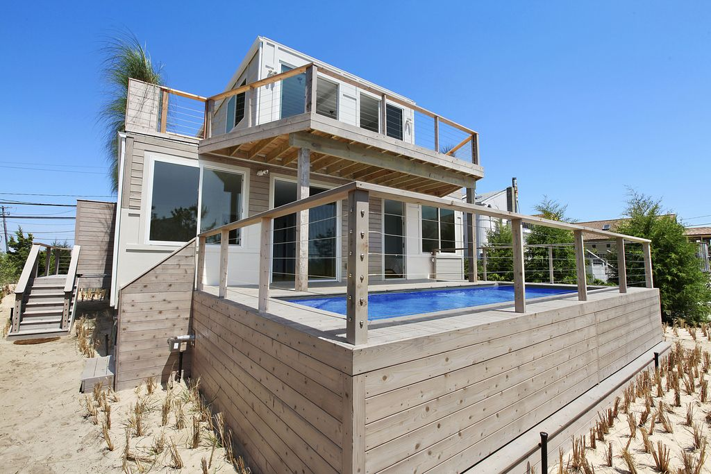 Would You Even Guess That The Beach Box A Beach House In The Hamptons Was Made From Shipping Containers Container House Design Container Pool Shipping Container Pool