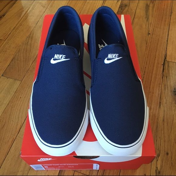 NWT NIKE women's slip on canvas shoes