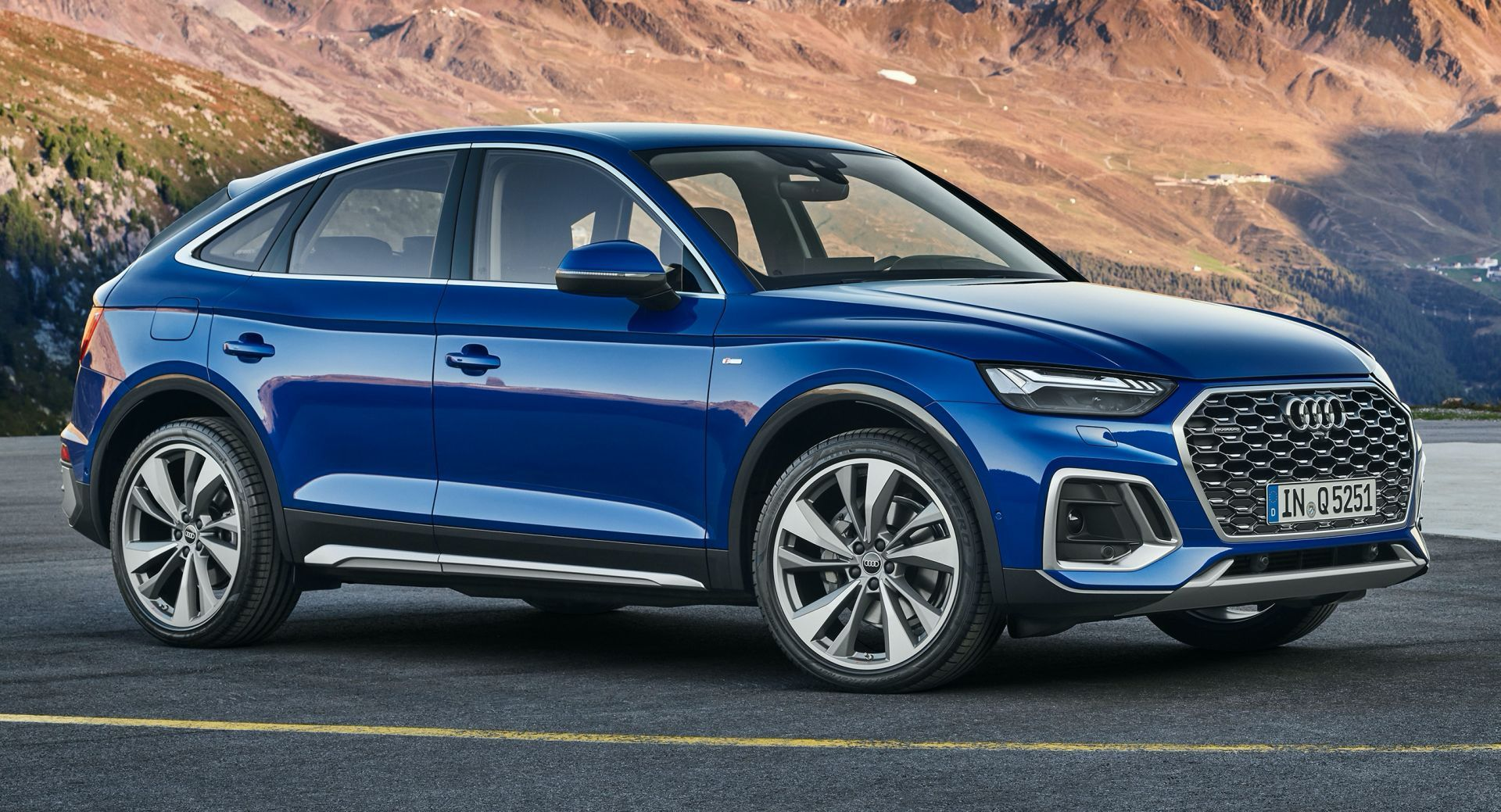 2021 Audi Q5 Sportback Debuts As The Regular Q5 S Trendier Sibling Carscoops Audi Audi Q5 Latest Cars