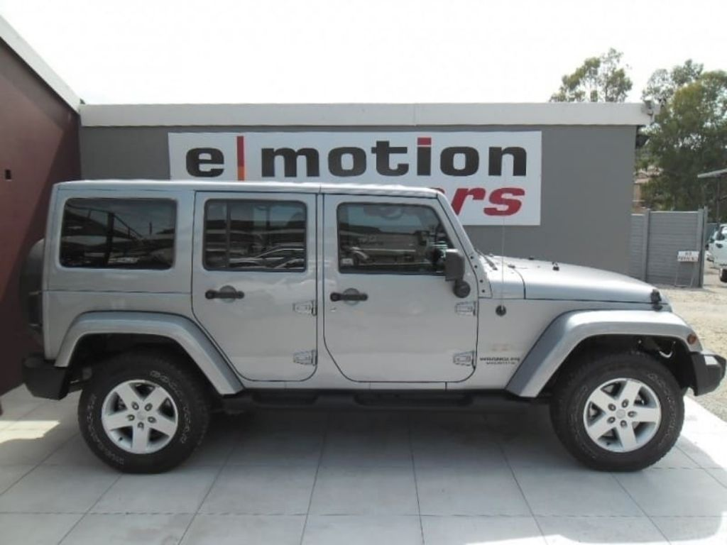 Used Jeep Wrangler Unlimited 2 8 Crd Sahara Auto For Sale In