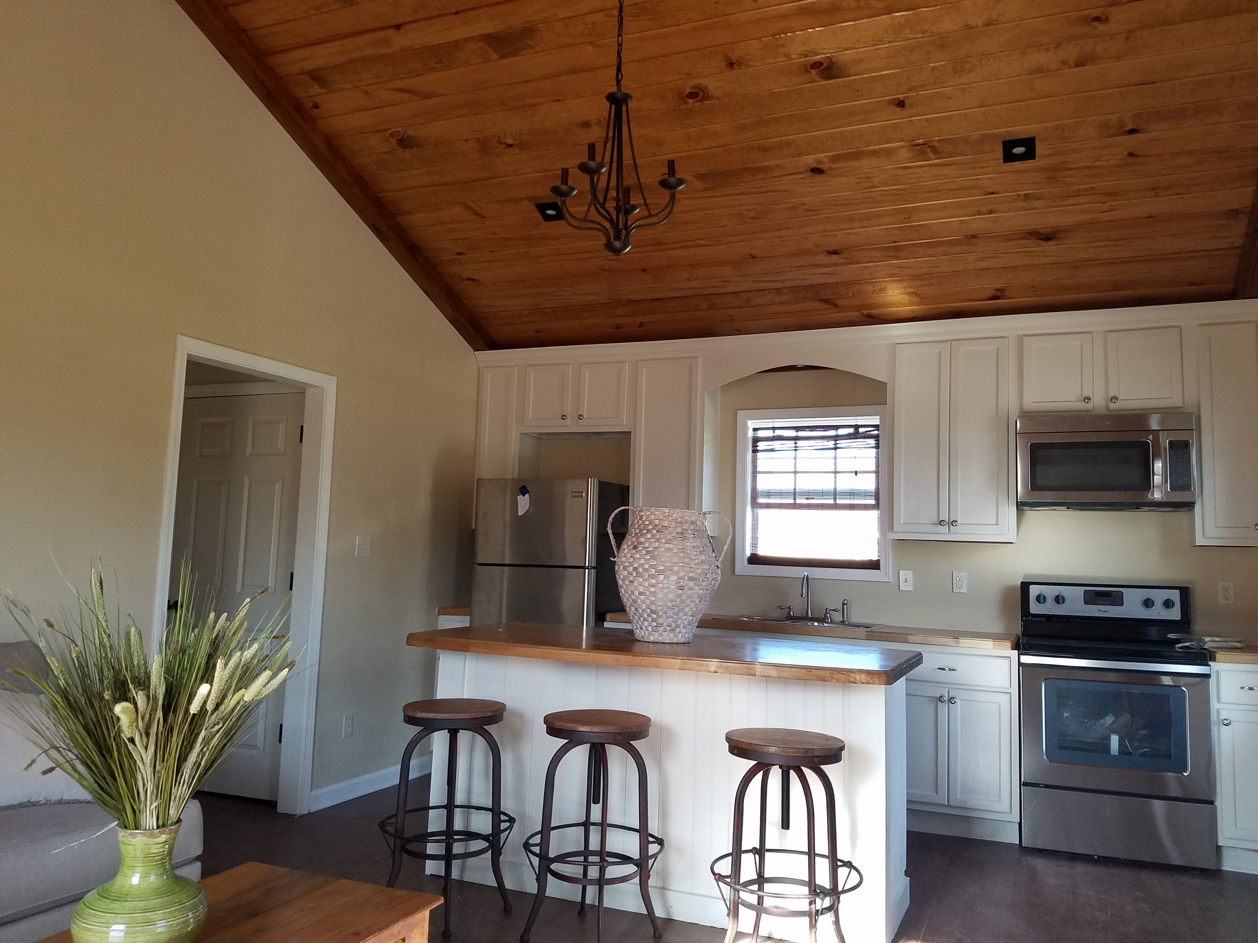 vaulted ceiling kitchen and living area offers a spacious feel kitchen on kitchen cabinets vaulted ceiling id=93661