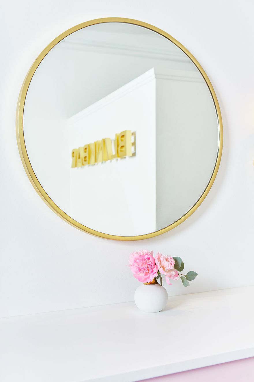 Why You Can't Go Wrong With a Big-Ass Round Mirror