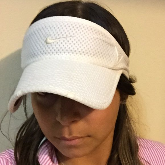 Nike tennis cap White tennis cap, great for protecting yourself from the sun. The back adjustable strap has discolorated as you can see in the pics, otherwise it is great. Pre ❤️ Nike Accessories