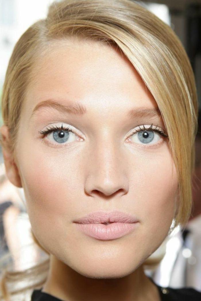 cheveux blonds avec yeux bleus, quel maquillage choisir