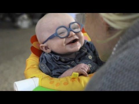 A reação deste bebê ao ver a mãe pela primeira vez é emocionante