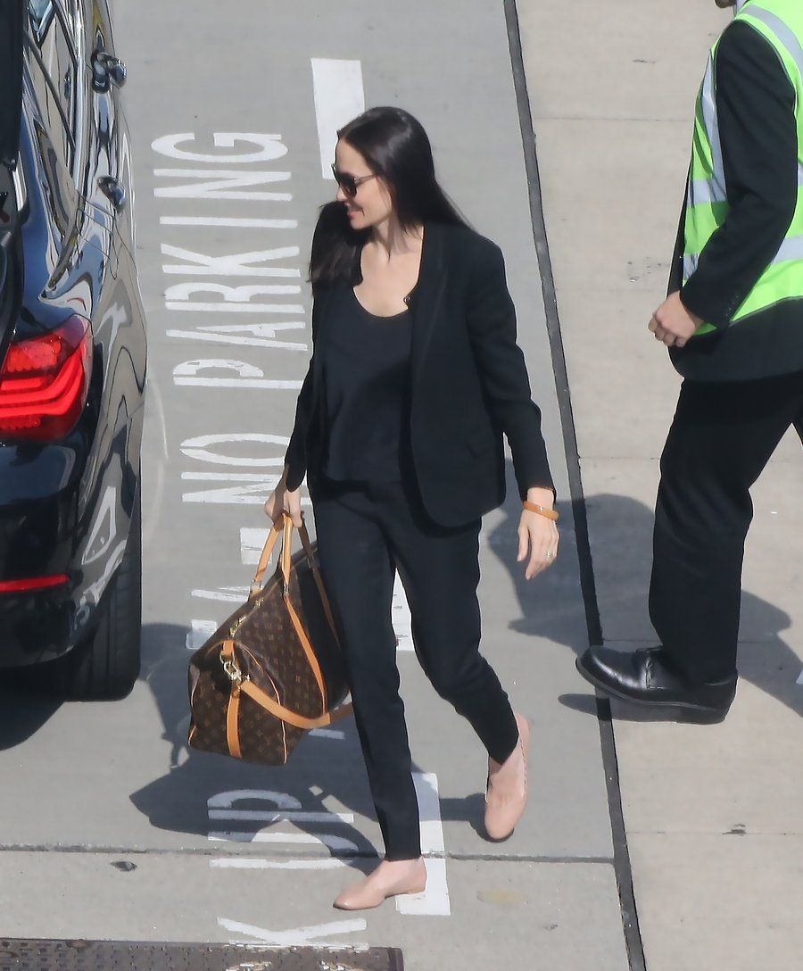 Angelina Jolie Steps Out In The Best Shoe For Summer Travel 2018 Clothing Joie Midi Dress Nude L And Trend Vogue