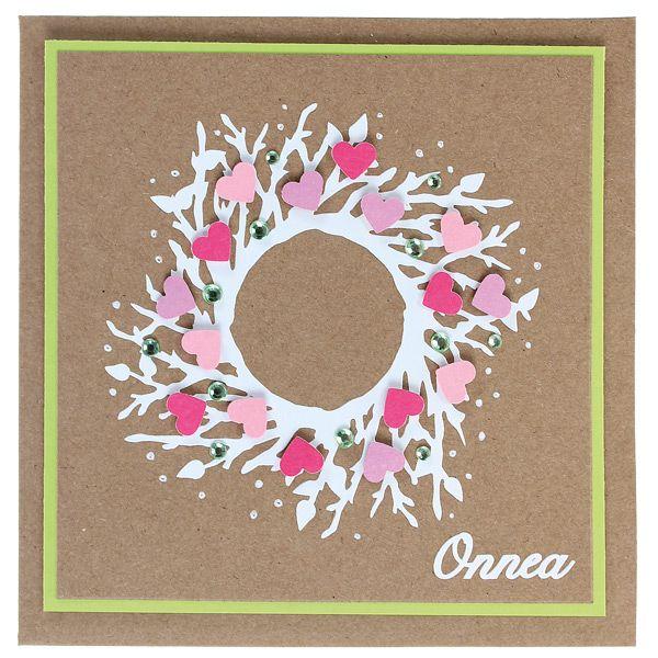 Kaunis ääriviivatarrakranssi on koristeltu kuviolävistimellä leikatuilla pikkusydämillä. Tarvikkeet ja ideat Sinellistä!