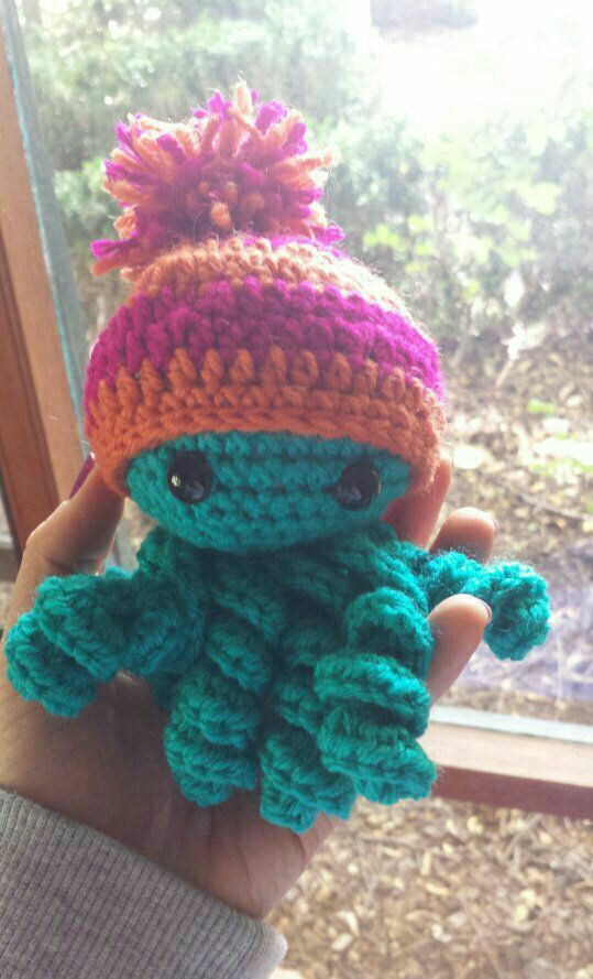 Little crochet octopus  very easy pattern! Great for beginners #crochetoctopus