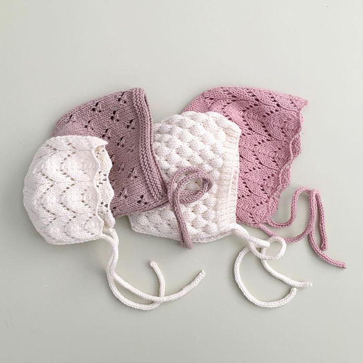 Photo of Wunderschöne Spitzen-Babymützen von littlepineoutfitters. Von links nach rechts, am kleinsten…