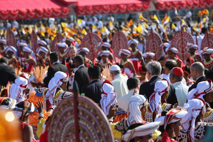 """[FOTOS] Visita a Sri Lanka manifiesta """"amor y preocupación de la Iglesia"""", asegura el Papa Francisco"""