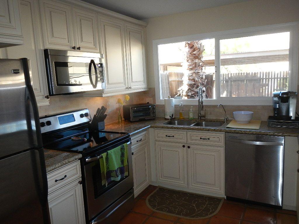 Lovely Vanilla Shaker Kitchen Cabinets