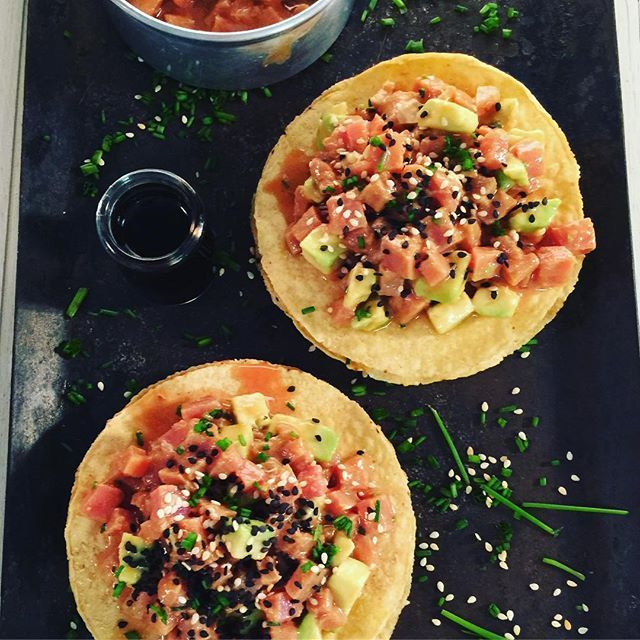Tostadas de atún!!! #food #foodstyling #foodphoto #foodphotography #foodie #atún #tostadas #tuna #aguacate #sésamo #ajonjoli
