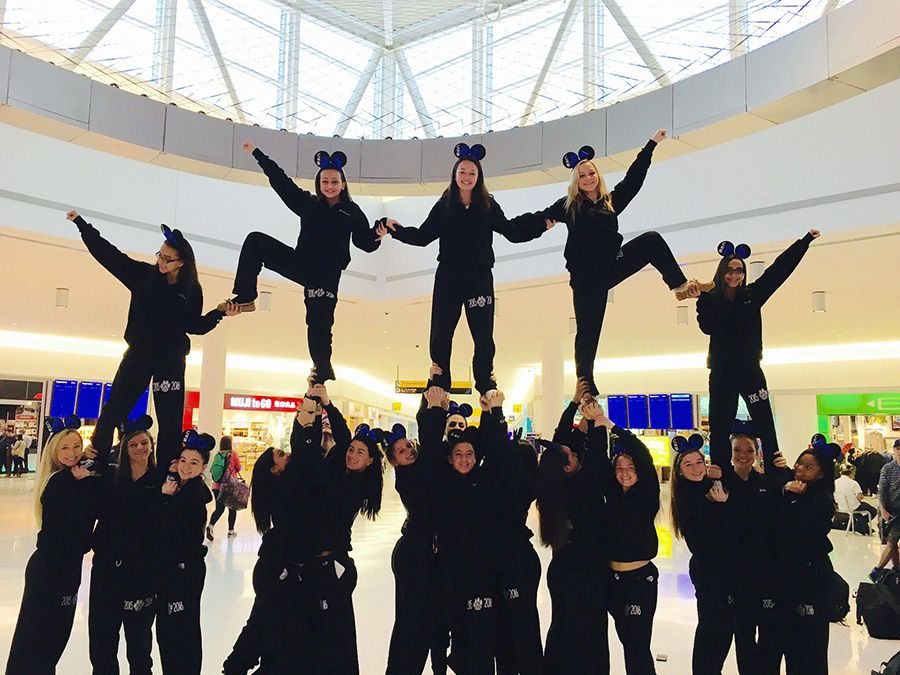 CHS Cheerleaders Stunting in JFK International Airport ... #cheerleadingstunting