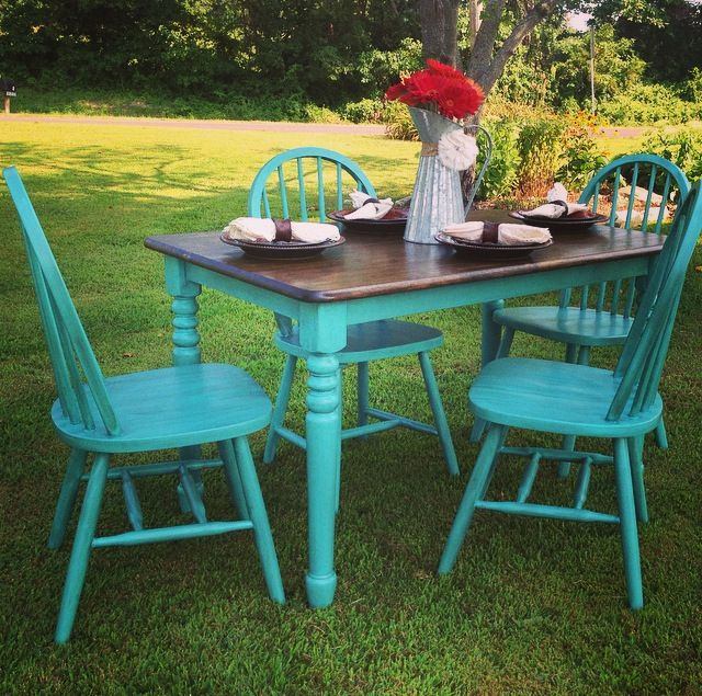 Turquoise dining set with stained wood top, perfect for the rustic/western household. Can you even imagine a cowhide rug under this?! - Junk Love Boutique www.facebook.com/junkloveboutique
