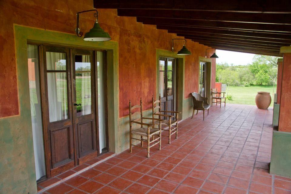 Estancia de campo tierra chan fachadas y exteriores - Exteriores de casas de campo ...