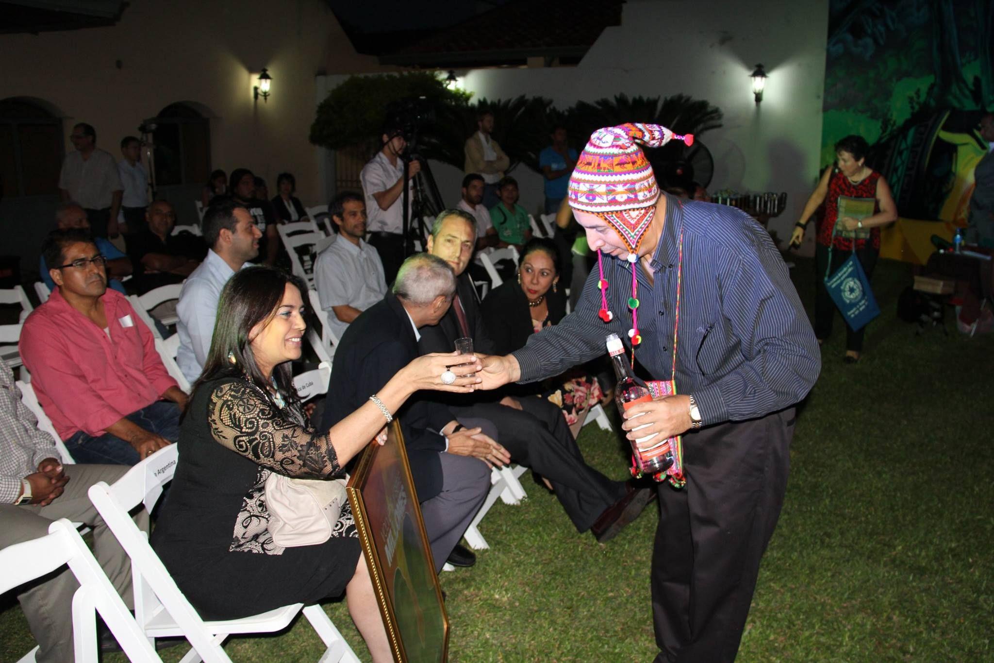 Ceremonia de ofrenda a la Tierra, por el Cónsul Honorario René Zamora