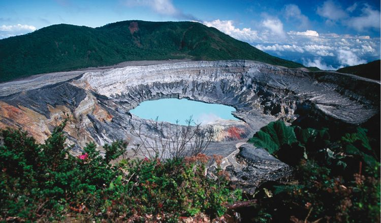Discover the volcanoes of Costa Rica and help Marie Curie