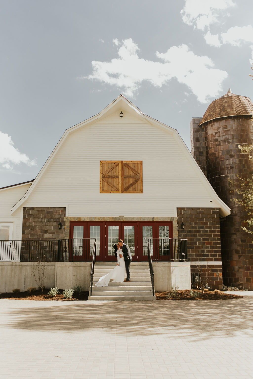 Perfect Wedding Barn in 2020 | Kansas city wedding ...