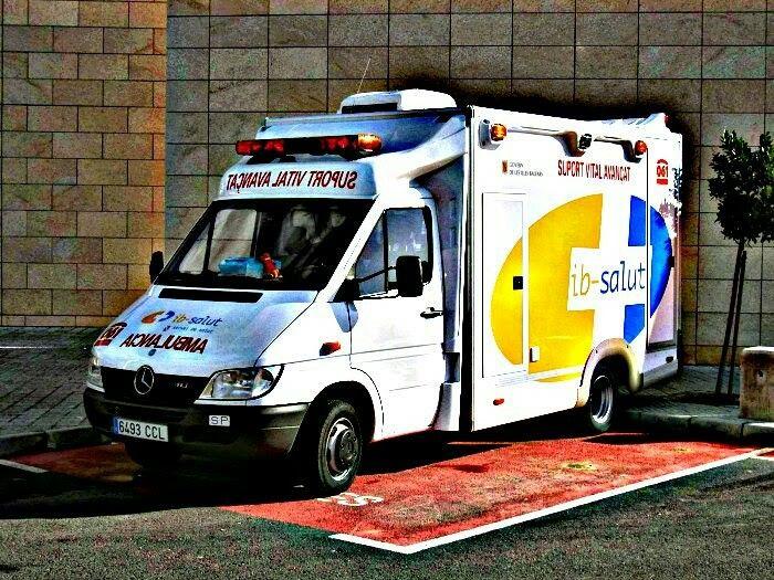 Batallas de ambulancias en las Islas, luces, velocidad, acción !!  http://ambulanciasyemerg.blogspot.com/2016/03/mallorca.html